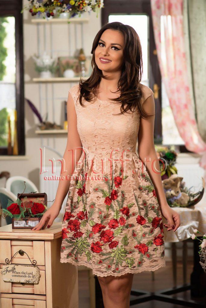 rochie-din-dantela-nude-si-broderie-florala-1491909216-4